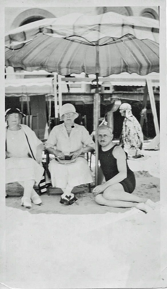 Eva M. Cohen, center, 1932 (Arthur Seligman, right)