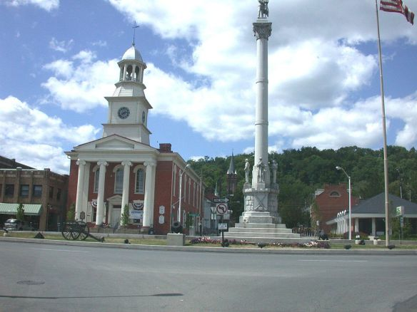 Lewistown Town Square By KATMAAN (Own work) [CC BY-SA 3.0 (http://creativecommons.org/licenses/by-sa/3.0) or GFDL (http://www.gnu.org/copyleft/fdl.html)], via Wikimedia Commons