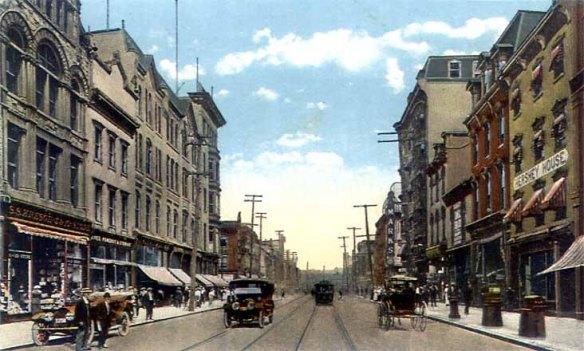 Market Street in Harrisburg 1910  By Wrightchr at en.wikipedia [Public domain], via Wikimedia Commons