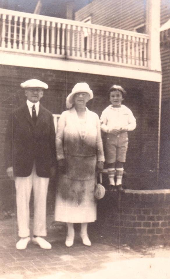 Eva Seligman Cohen with unknown man and boy