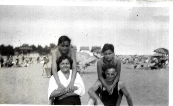 David Rebecca Sidney and Murray at Brighton Beach