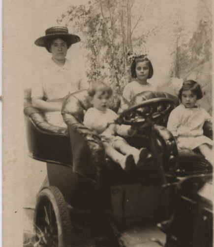 Frances Hooton Seligman with Max and Marion and her niece Ethel   Photo courtesy of Chip Bennett