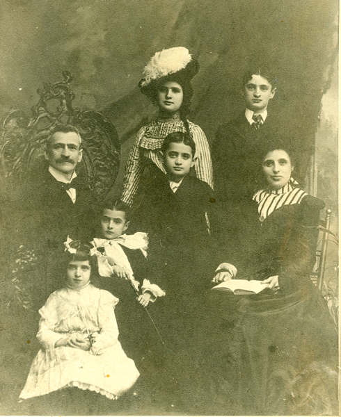 Sigmund Seligman and family about 1901. Standing rear: Mary, Max.  Sitting middle row: Sigmund, Albert, Leo, and Charlotte.  In front: Theresa Photo courtesy of Steve Seligman