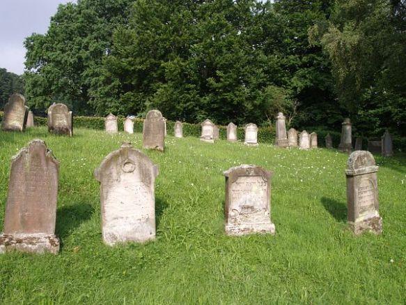 Breuna Jewish cemetery http://www.alemannia-judaica.de/images/Images%20169/Breuna%20Friedhof%20155.jpg