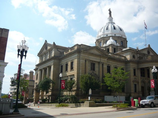 Washginton County Courthouse By Canadian2006 (Own work) [CC BY-SA 3.0 (http://creativecommons.org/licenses/by-sa/3.0) or GFDL (http://www.gnu.org/copyleft/fdl.html)], via Wikimedia Commons