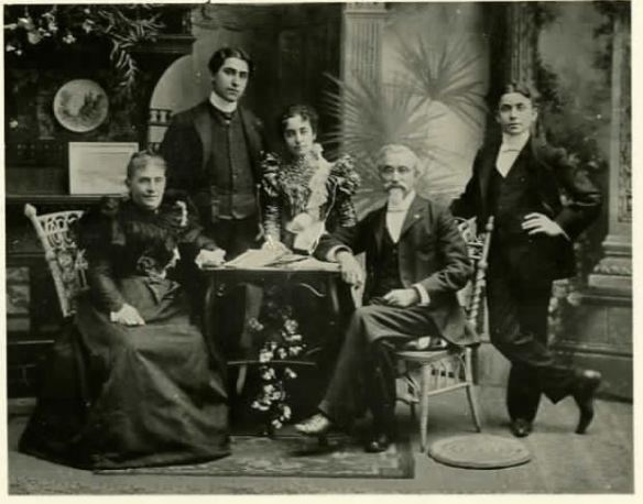 Helen, Lionel, Hilda, Henry, and Meyer Schoenthal 1897 http://www.jewishfamilieshistory.org/document/schoenthal-golden-wedding/?post_id=2664