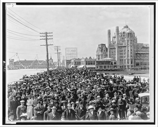 Atlantic City Boardwalk 1911 https://upload.wikimedia.org/wikipedia/commons/b/b7/Atlantic_City_Boardwalk_crowd_in_front_of_Blenheim_hotel_1911_re-retouched.jpg