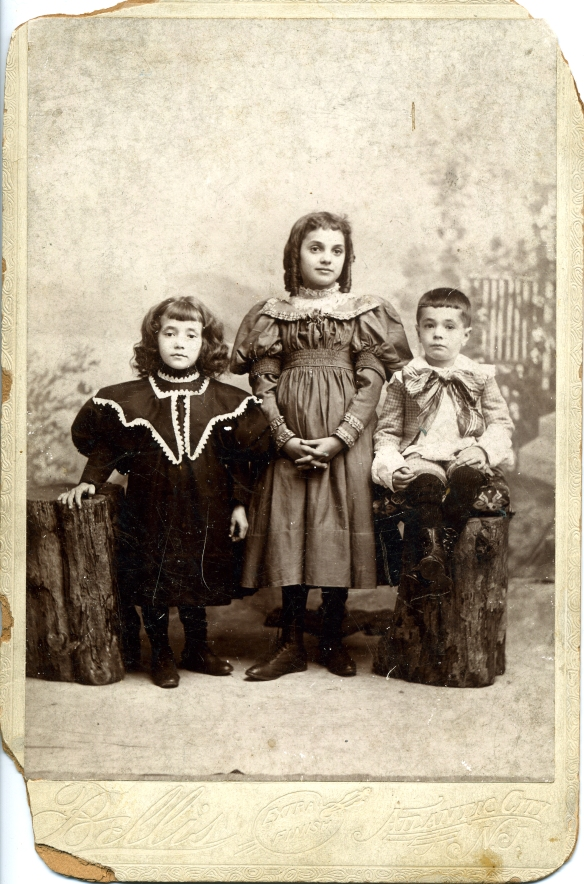 The three youngest children of Simon and Rose Schoenthal Estelle, Hettie, and Sidney, 1904 Courtesy of the family of Hettie Schoenthal Stein