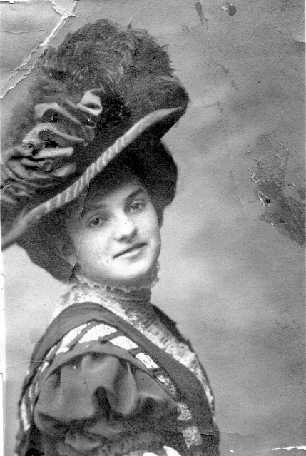 Hettie Schoenthal, 1906 Courtesy of her family