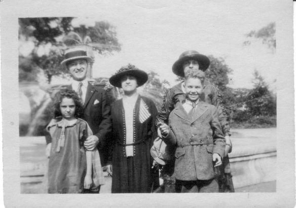 Martin Schoenthal, Gertrude Sch., Hettie Sch Blanche Walter