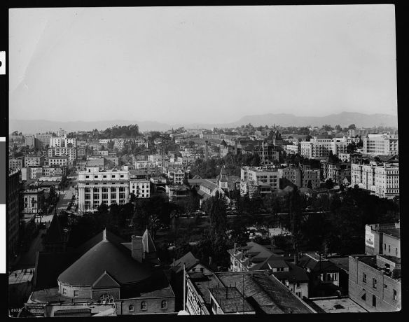 Downtown Los Angeles c. 1910 By Pierce, C.C. (Charles C.), 1861-1946 [Public domain], via Wikimedia Commons