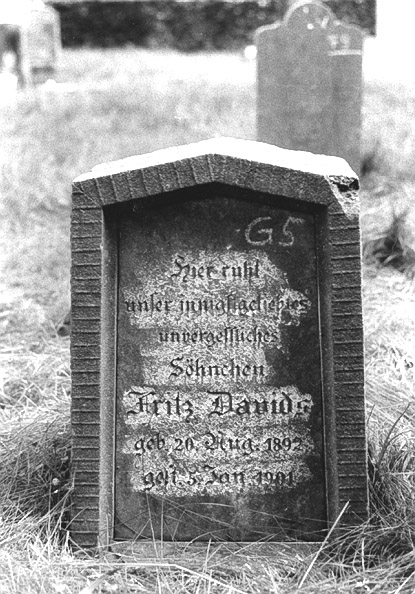 Fritz Davids, uncle of the subject of this post http://www.steinheim-institut.de/daten/picse05/xl/0051_E05_1_1984.jpg