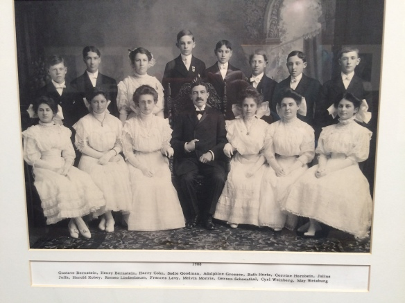 Temple Emanuel 1908 confirmation class with Gerson Schoenthal