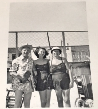 Julius, Evelyn, and Ida (Hecht) Goldfarb